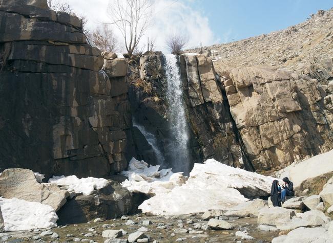 Catarata en las montañas de Hamedan durante el invierno, Cuándo viajar a Irán
