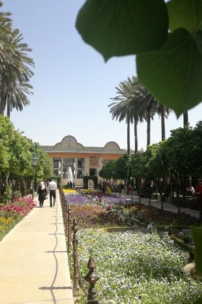Jardín persa en la ciudad de Shiraz en Primavera, Cuándo viajar a Irán