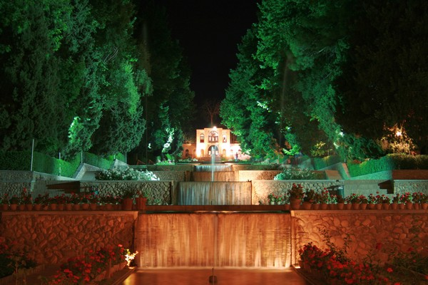 Jardines persas baghe shahzadeh viajar a iran for Jarrones persas